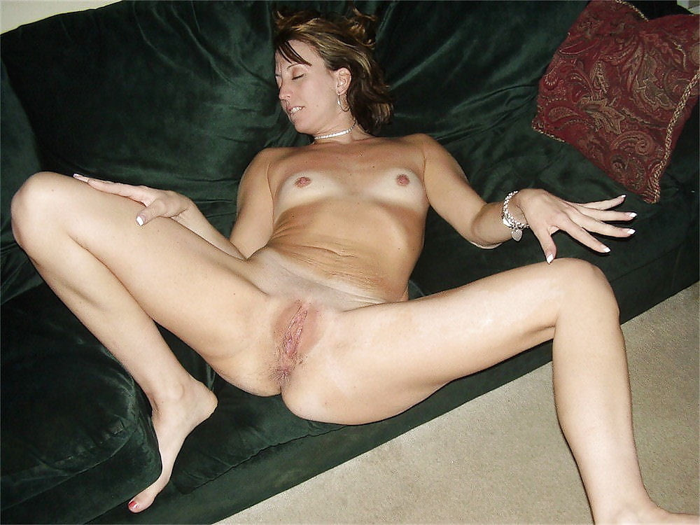 Older housewife posing nude adult photos hd
