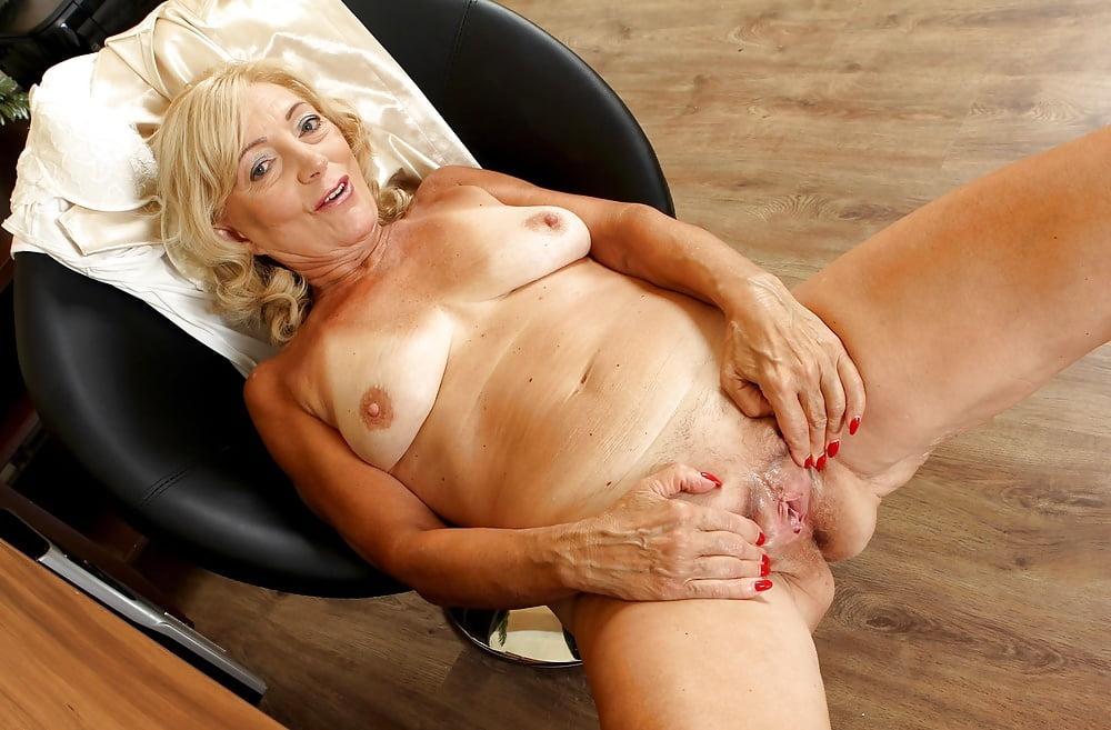 Sex naked sexy granny black