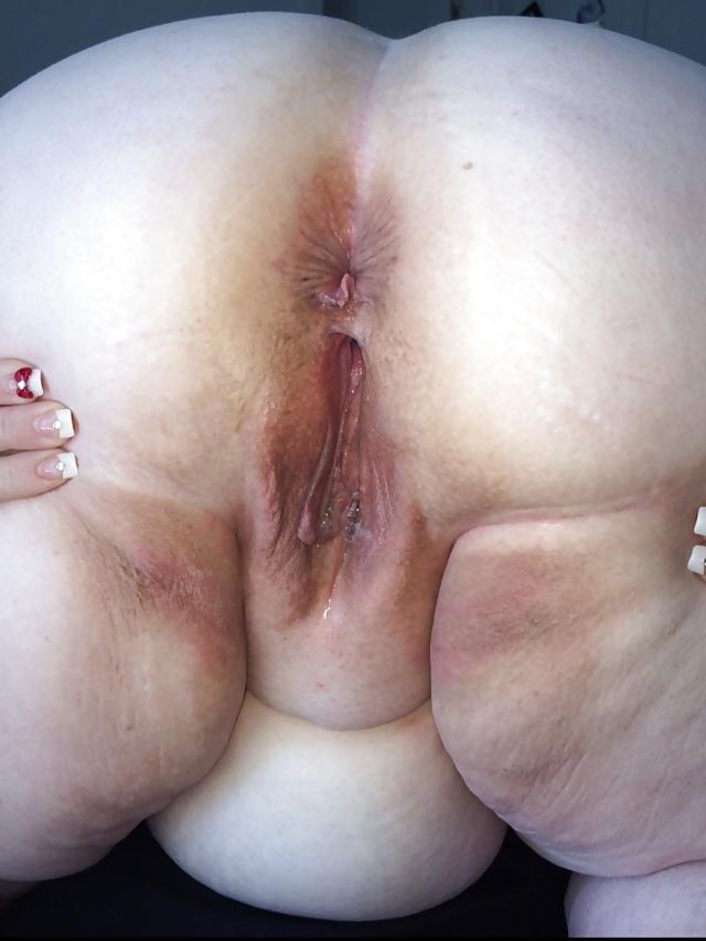 Amateur guy sucks his first huge dick