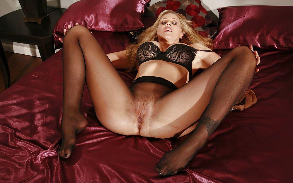 Дрочу секс девушку колготках блондинок дома
