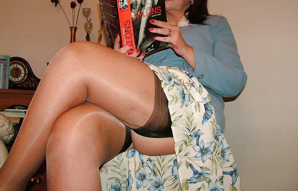 эротика женщины с полными ляжками оттопыренные