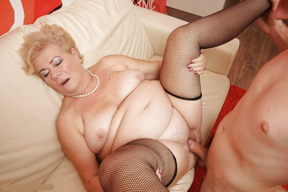 Granny woman getting fucked — photo 5
