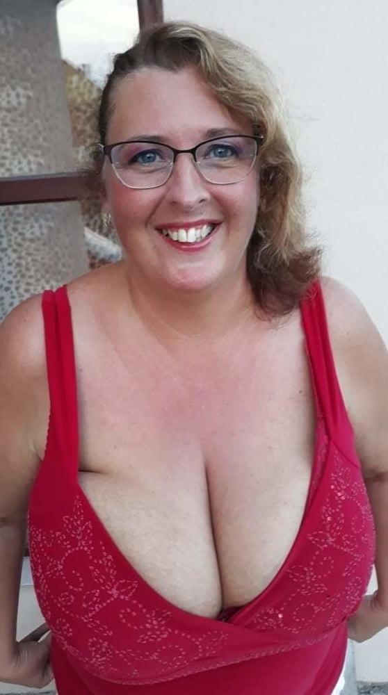 EVI - Huge Mature Tits - 18 Pics