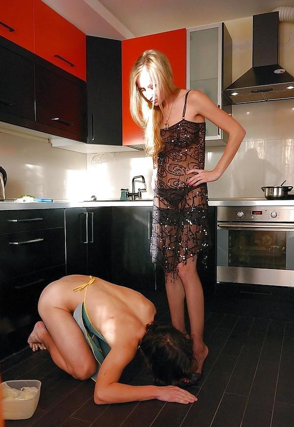 pic-femdom-domestic-chores-spreading-nude