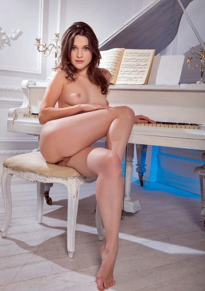 Naked girls no panties