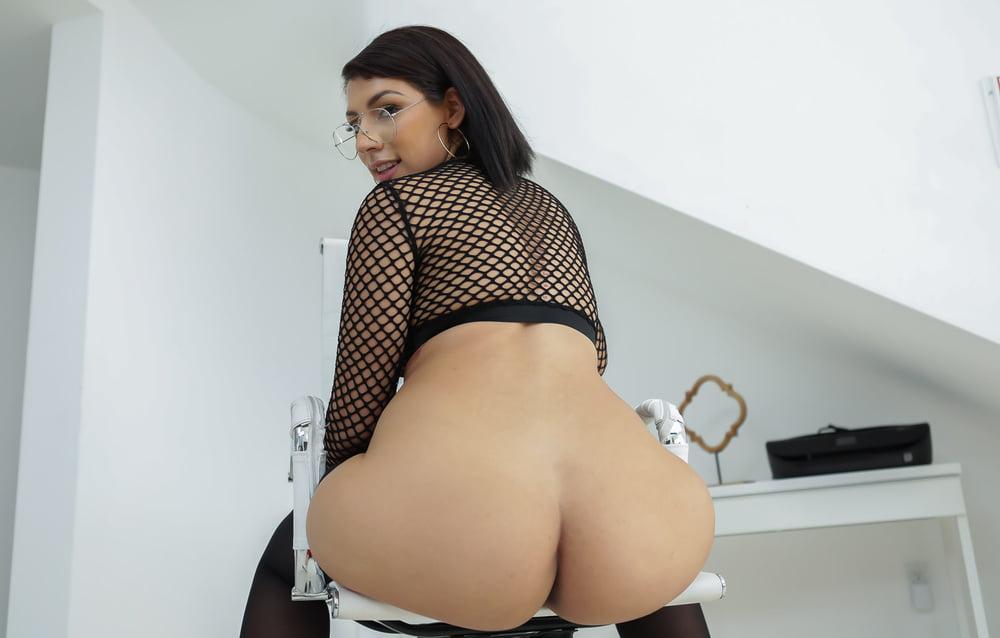 Valentina Jewels Big Latina Ass Comes Erocurves 1