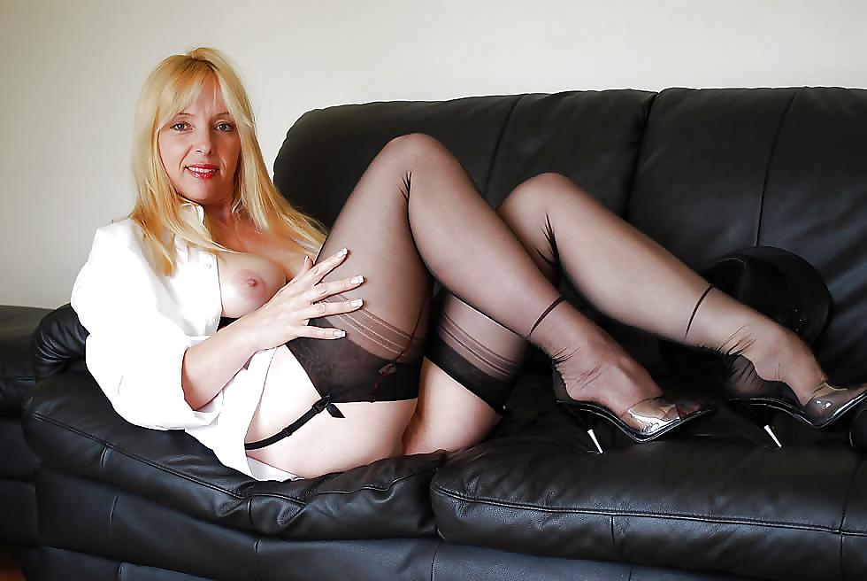 Uk matures in stockings