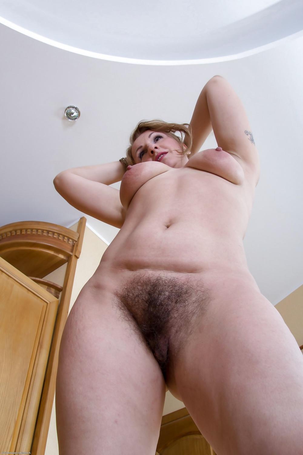 фото голых волосатых мадам изогнутые пластины прижались
