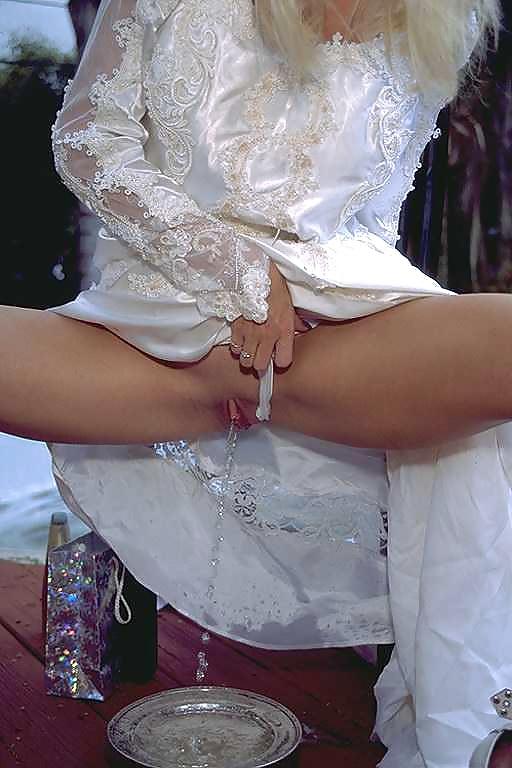 Порно писсинг невест