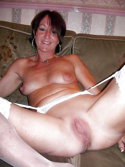 Redhead mature bbw with smooth pussy