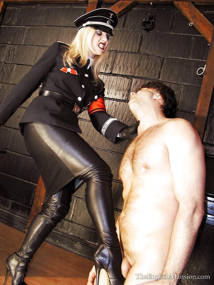 госпожа гестапо с рабом отъявленных
