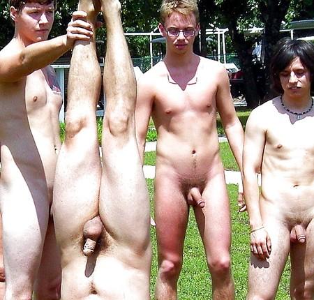 Nackt gruppen selfie