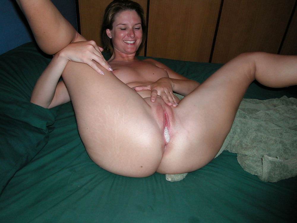 Avenue delivery boy and milf