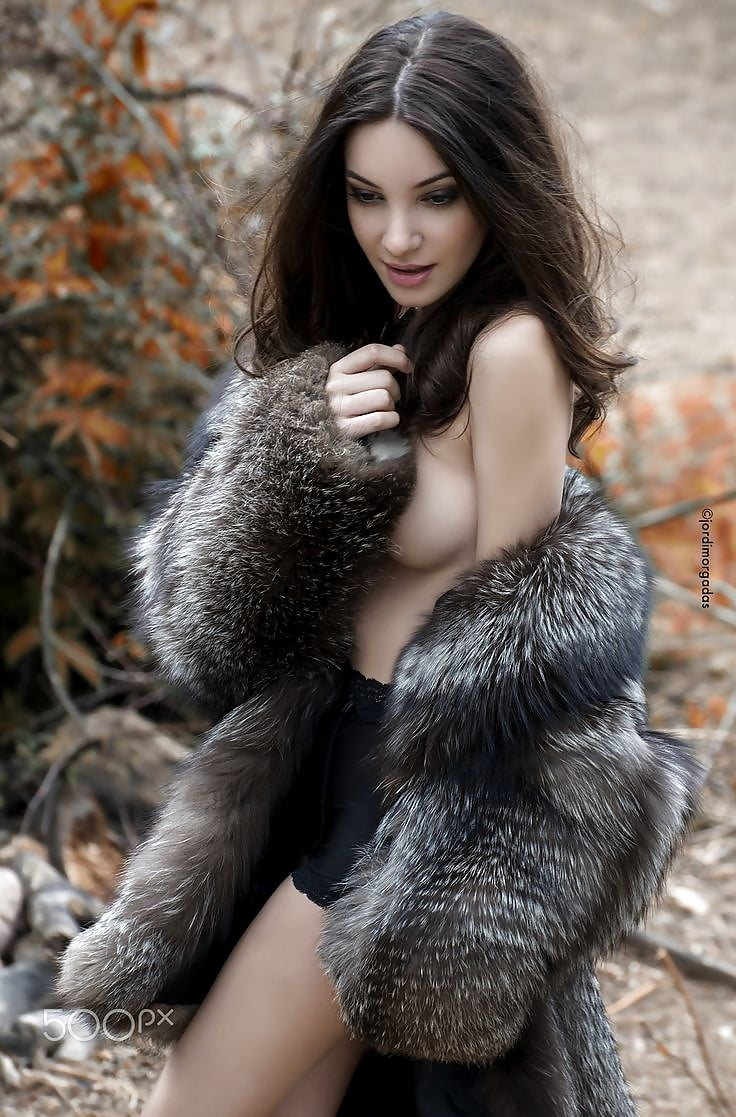 Nude foxes in furs — photo 7