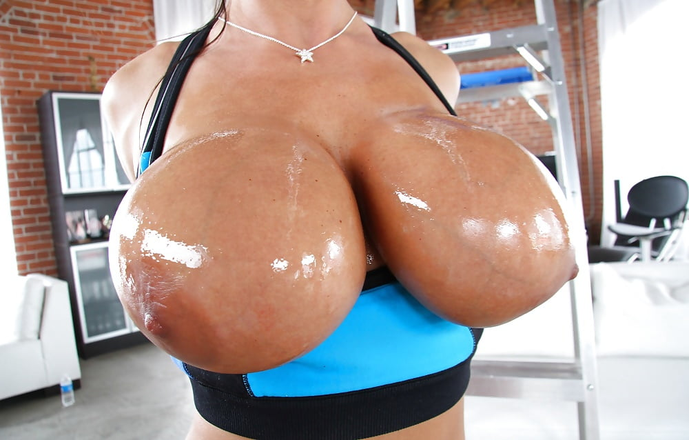 Laura oiled boobs mybigtitsbabes