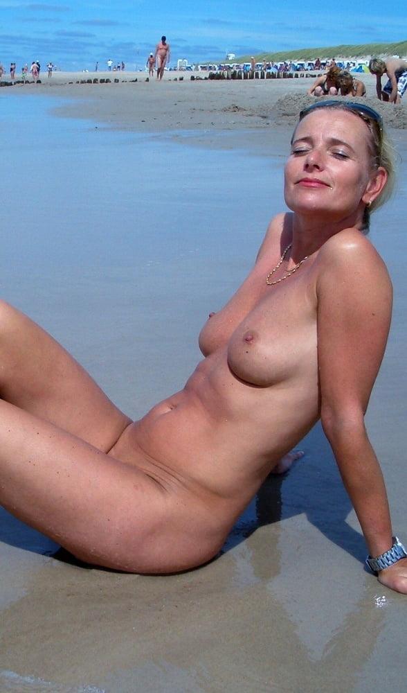 Watch Beach Babe Bingo