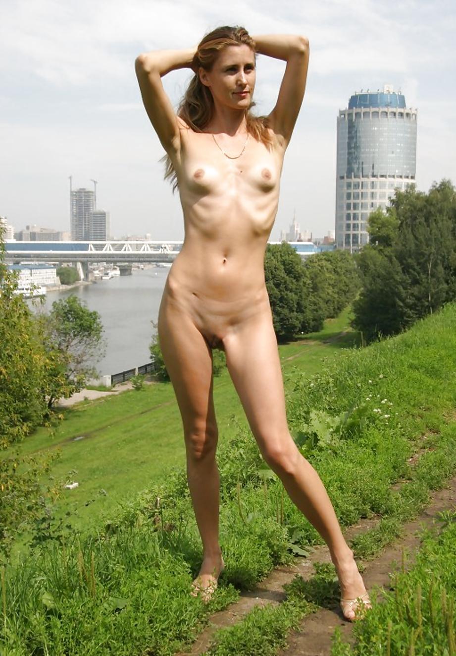 Худые голые девушки показывают себя