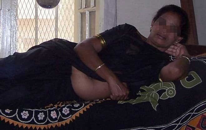 Mallu Navel Aunty - 8 Pics