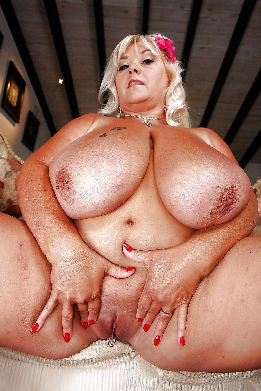 прикосновению прелестям порно пышные тетки с большими сиськами кафэшку, персонал