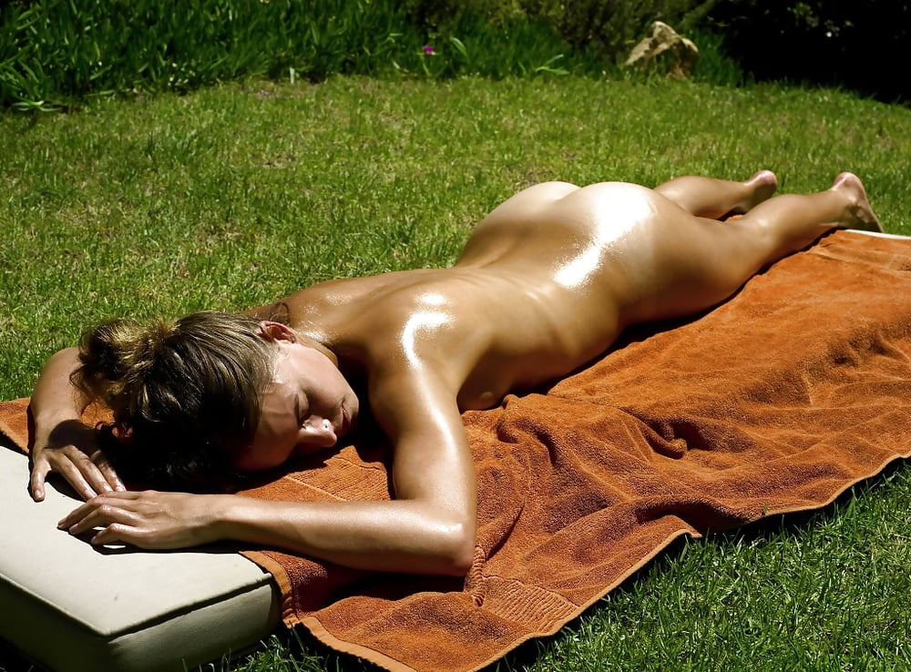 Girls sun bathing naked — img 2