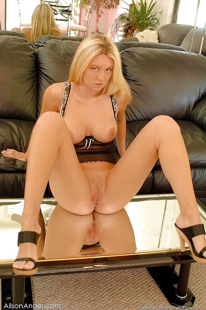 znamenitaya-porno-aktrisa-alison-anzhel-onlayn-porno-na-balkone