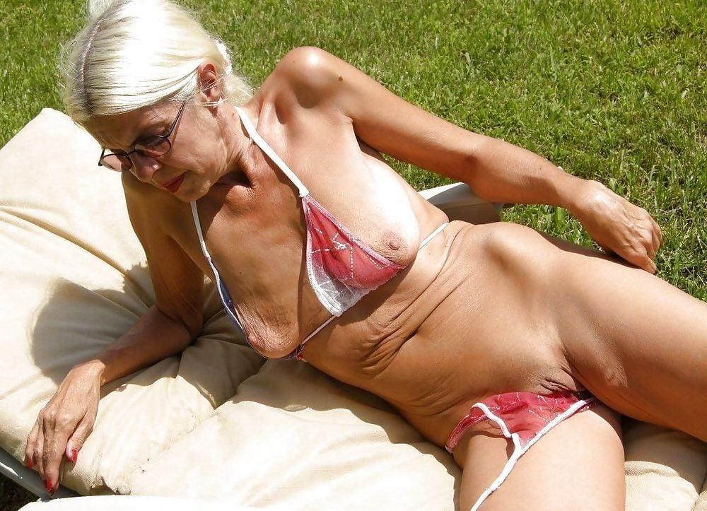 Фото старушек в бикини порно