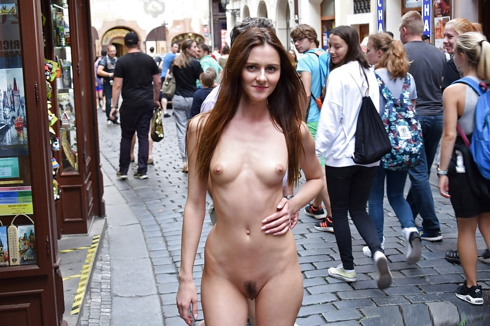 hot-girls-nude-in-front-of-crowd