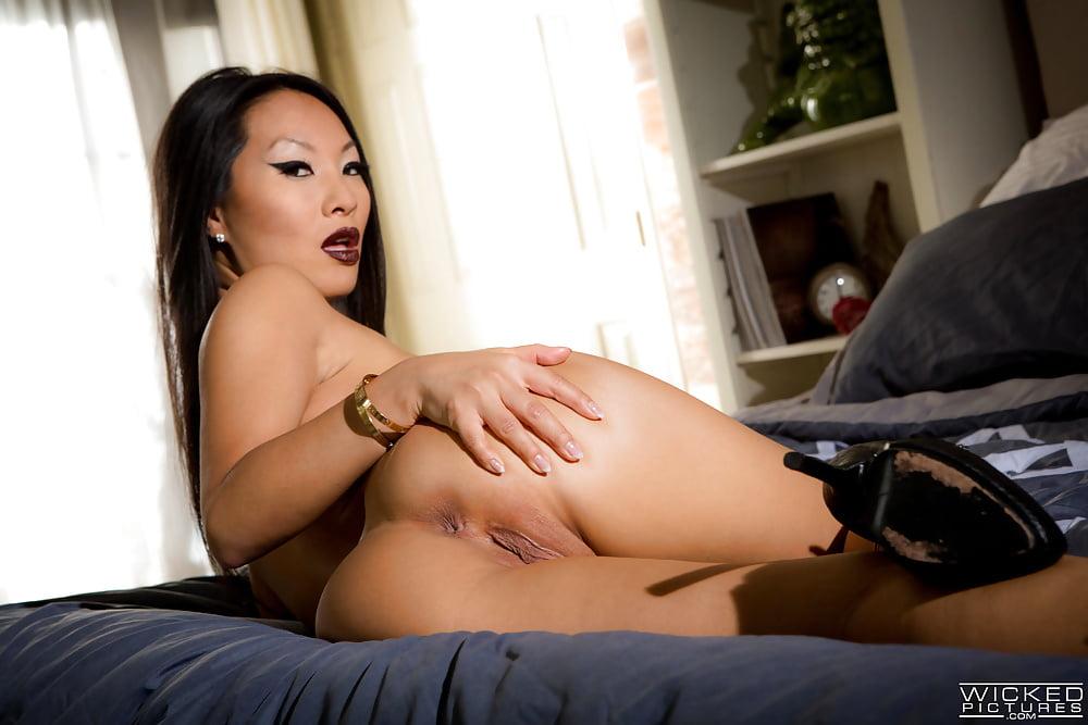 Asian Beauties Asa Akira And Tia Ling Posing For Your Pleasu Netpornsex 1