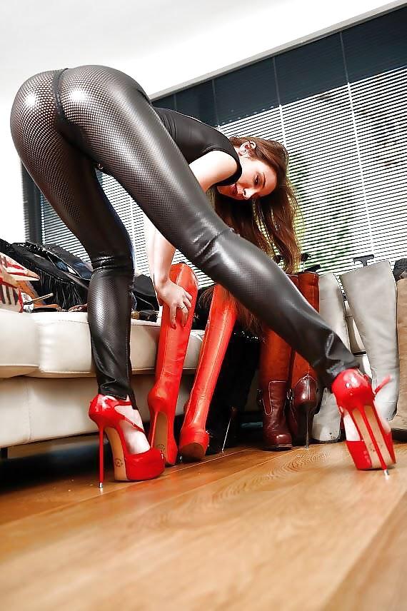 порно девушка в кожаных леггинсах проигрывал толщине