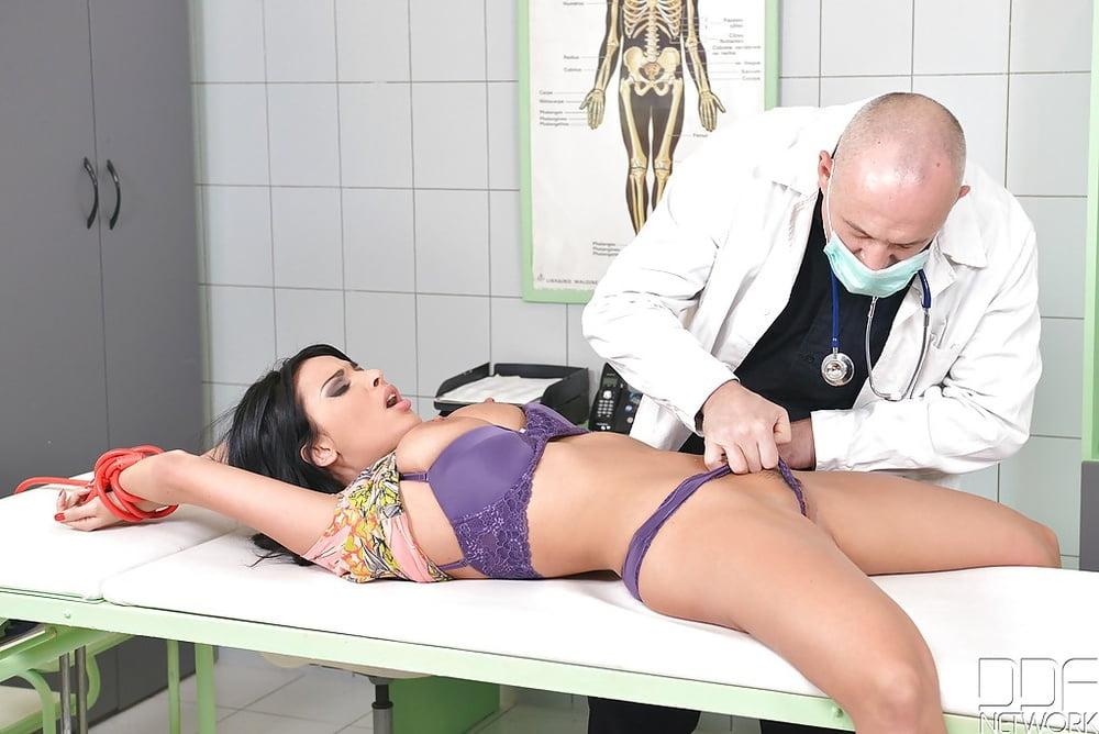 бдсм у врача порно видео - 6