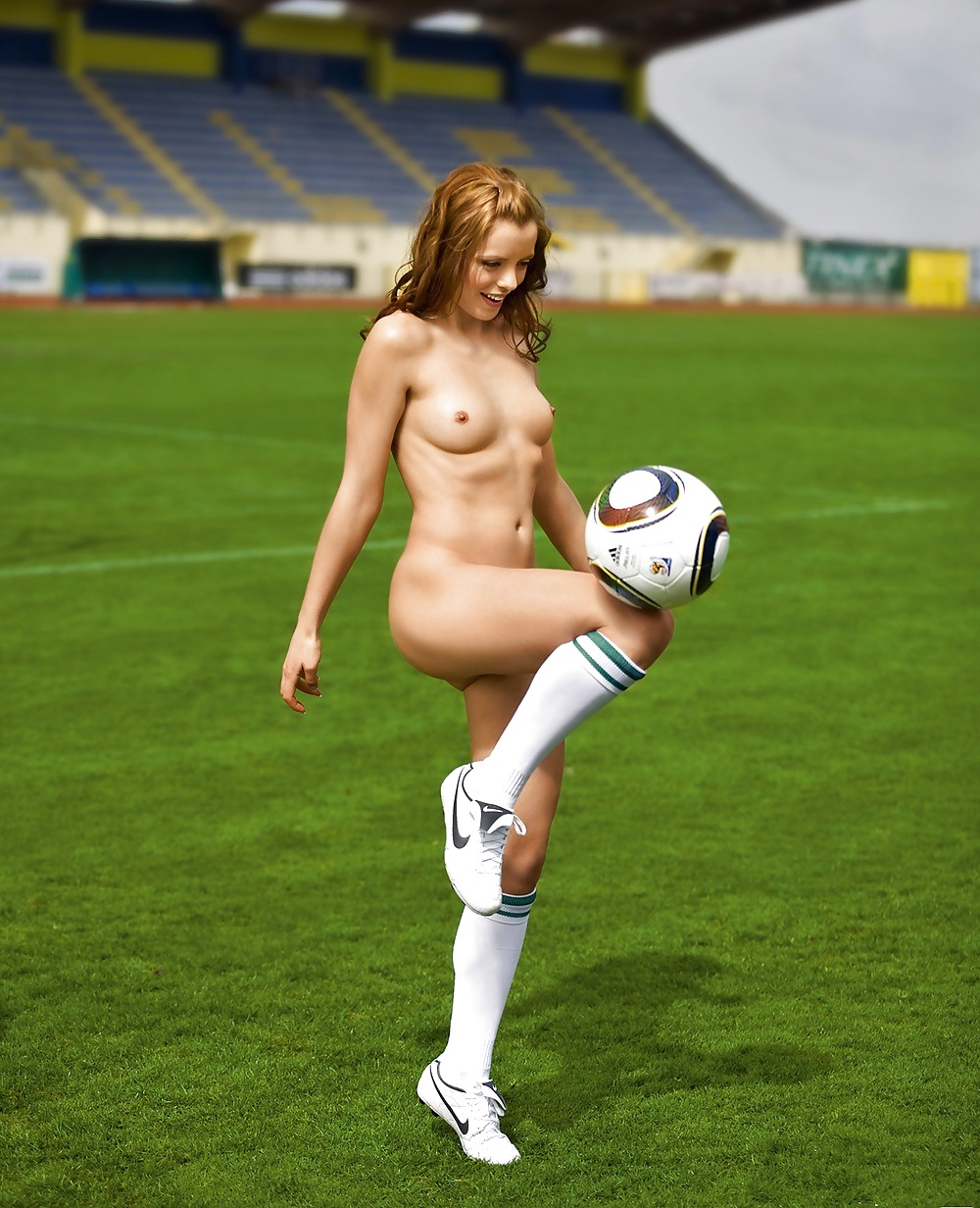amerikanskiy-zhenskiy-futbol-foto-goloy-komandi-porno-delovie-devushki