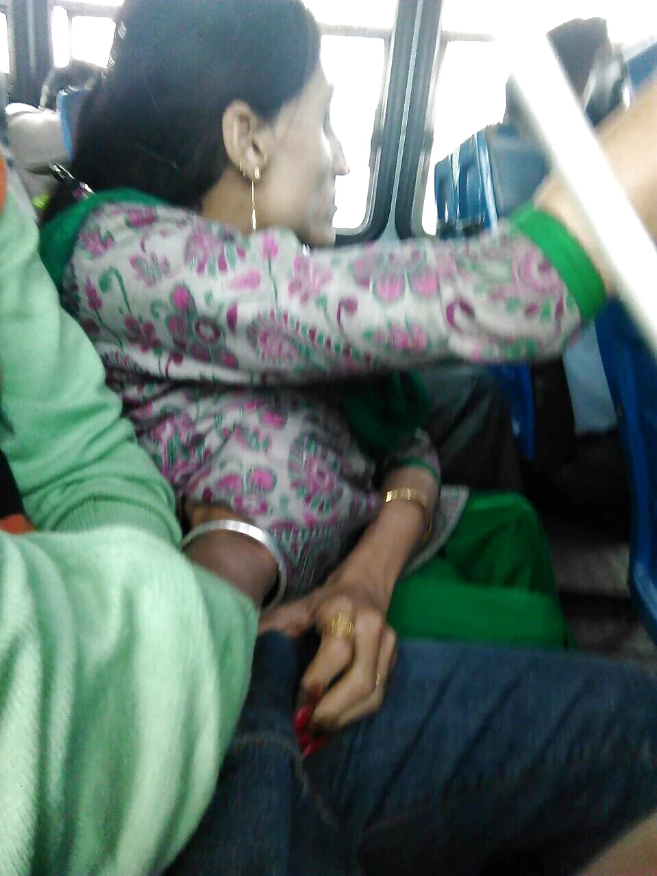 Old Groopers Touch Boobs In Bus Free Sex
