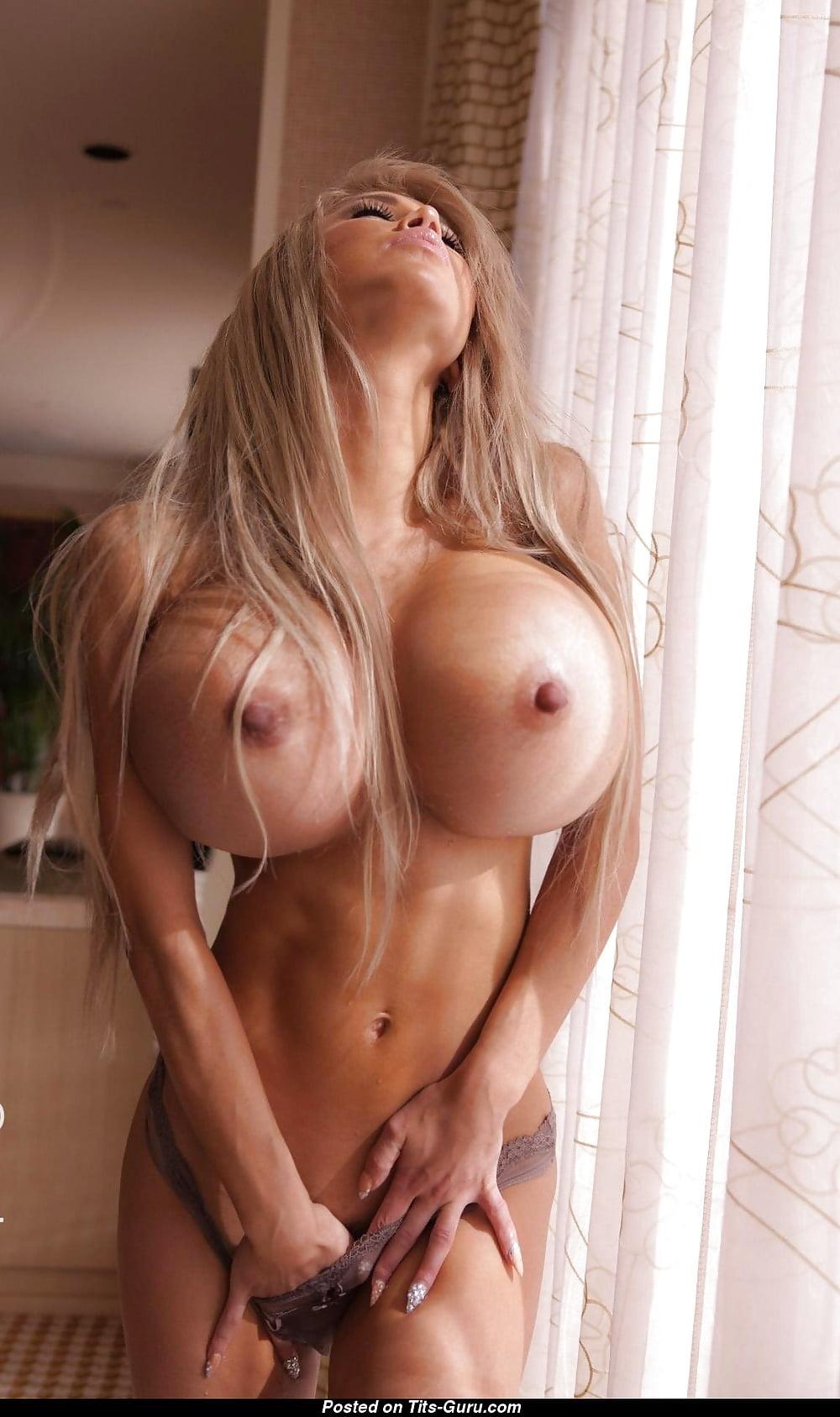 картинка милая блондинка с силиконовыми сиськами - 14
