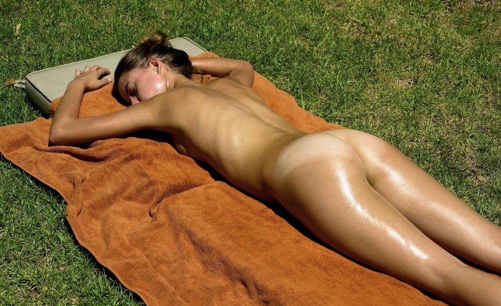 age-irish-women-sunbathing-nude-female