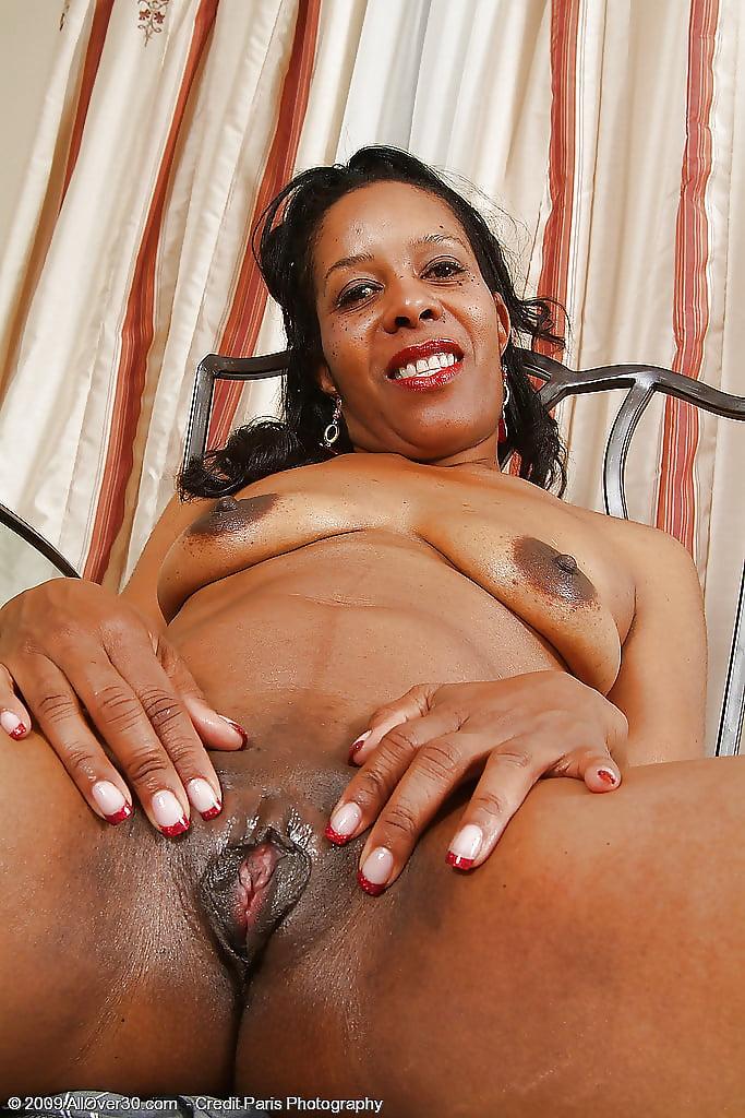 Sara mature black pussy