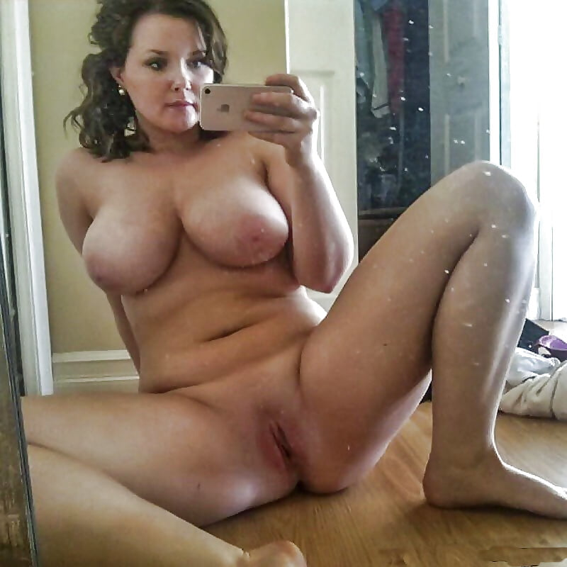 Big boobs milf selfie pics