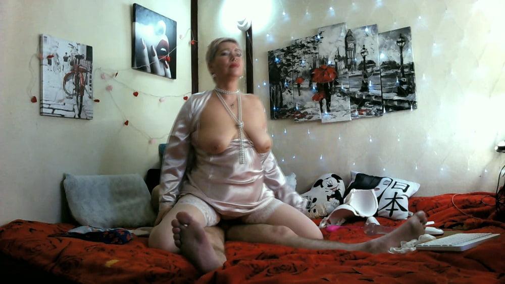 Hot MILF cowgil! ))