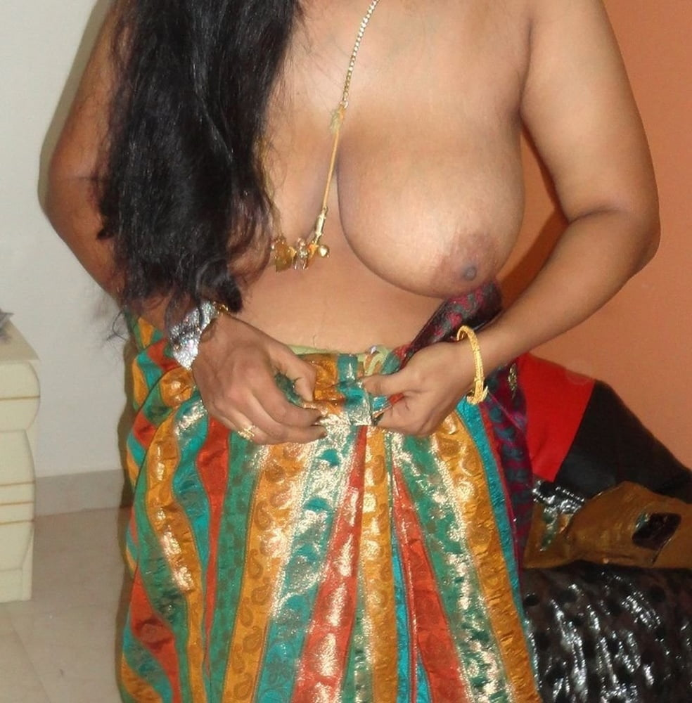 Desi bhabi shows her pussy and big boobs