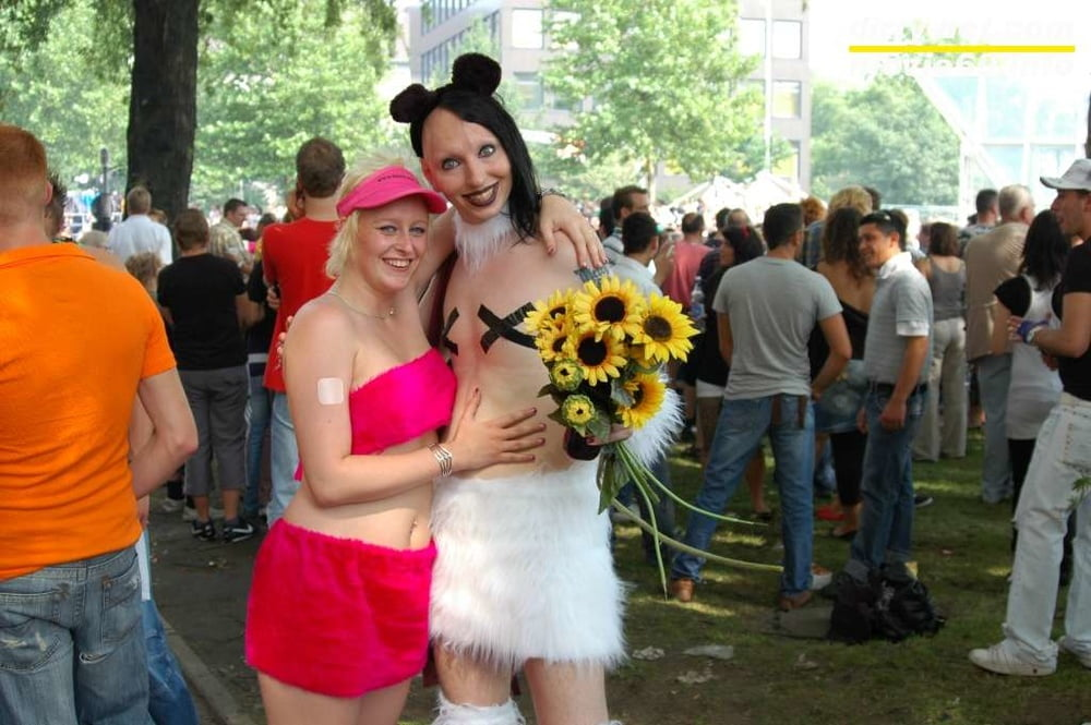 Blowjob at the Loveparade in Essen with Dany Sun & Nathalie - 49 Pics