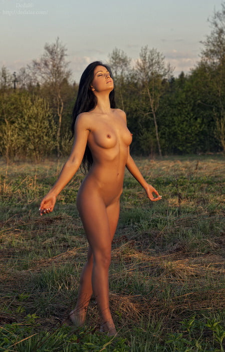 Hollywhite in nude pics