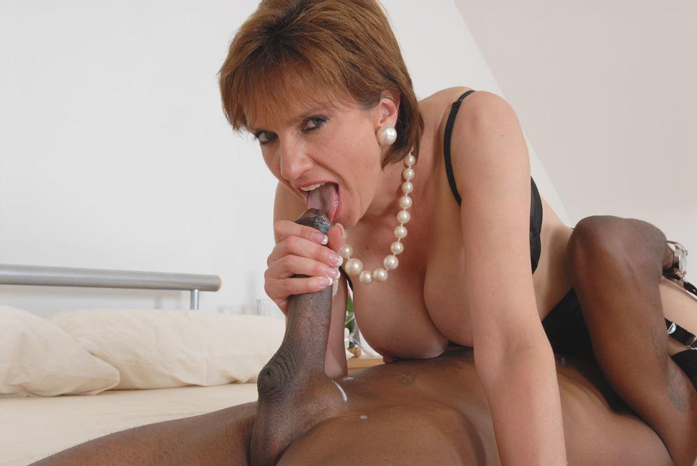 Cheating english milf lady sonia presents her heavy boobs