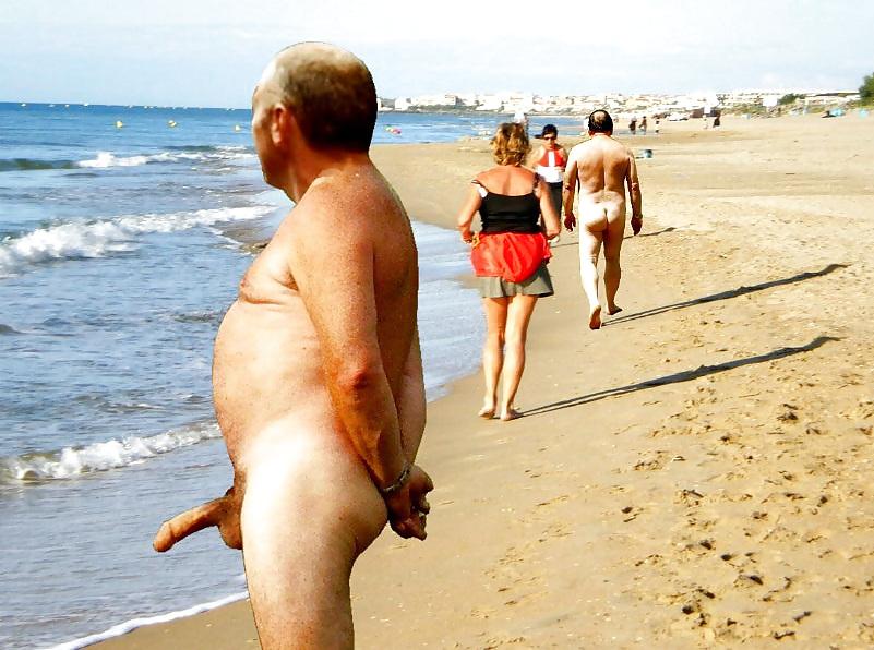 На пляже огромный член видео