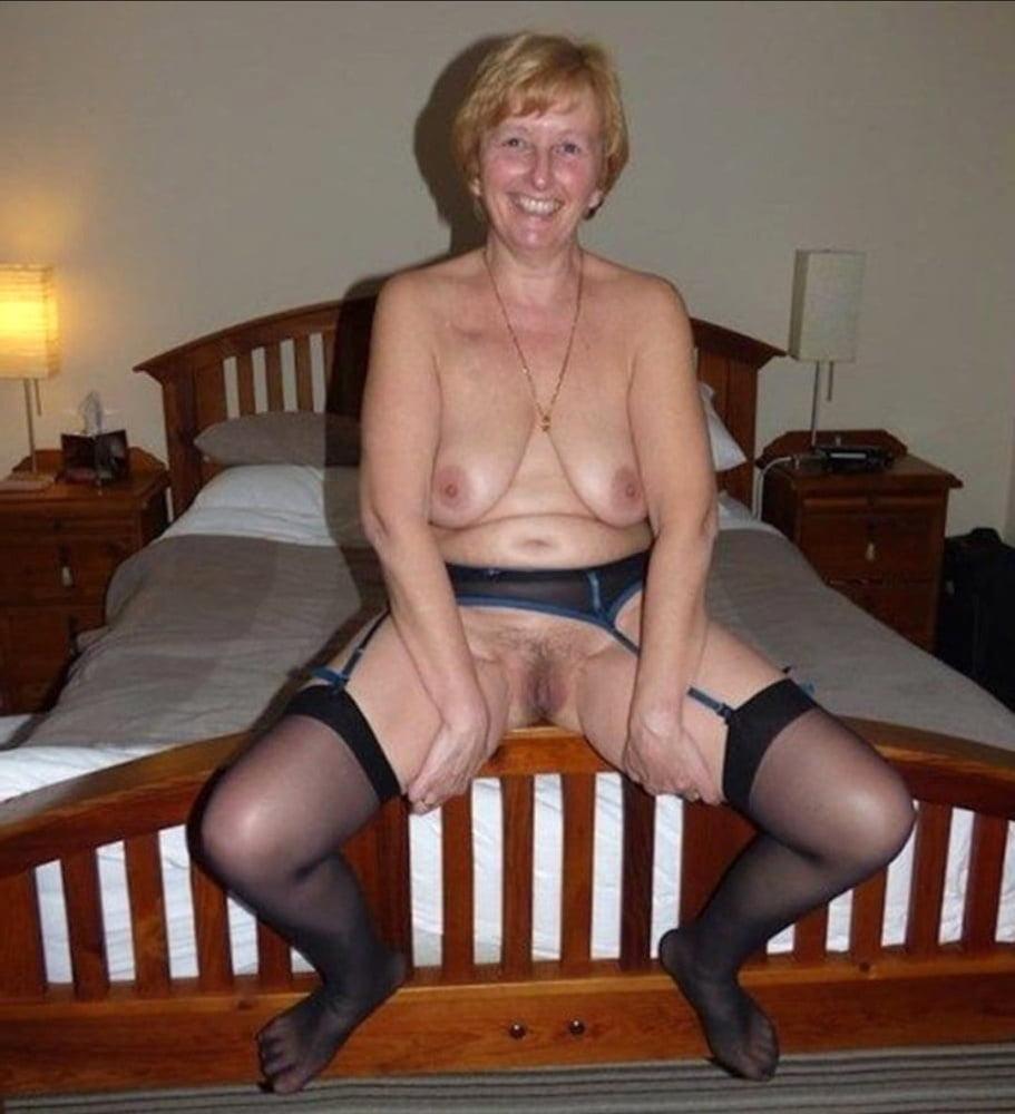Milfs and Grannies - 28 Pics