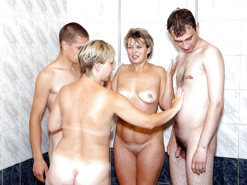 Женщины в возрасте развлекаются голые — img 13