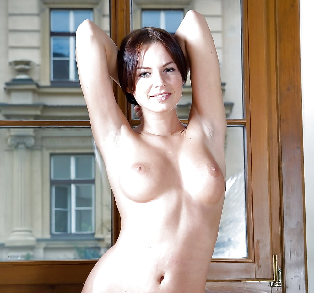 Lush naked chick unsheathe her large clean