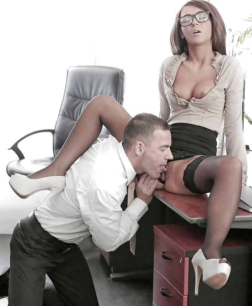 Порно ролики порно начальник вылизывает секретаршу трусами женщинами порно