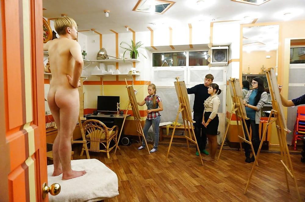 мужики натурщик художницам голый член а они рисуют видео - 11