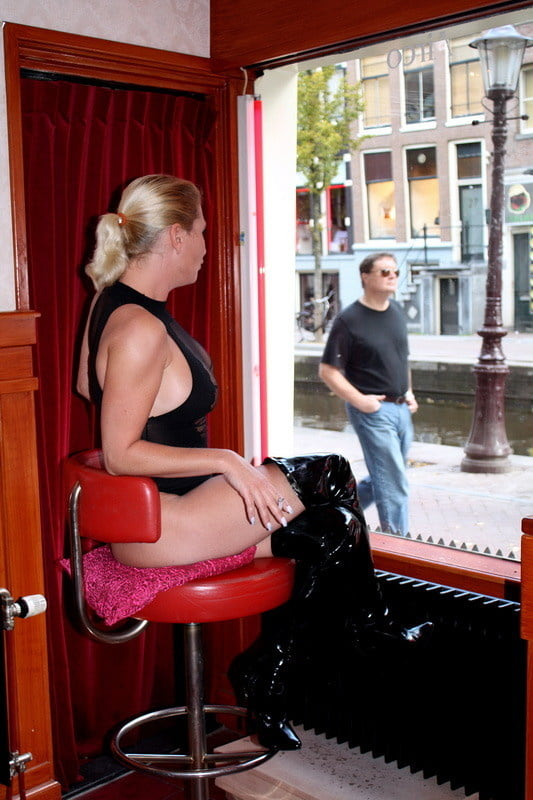 Red light Amsterdam hookers - 43 Pics
