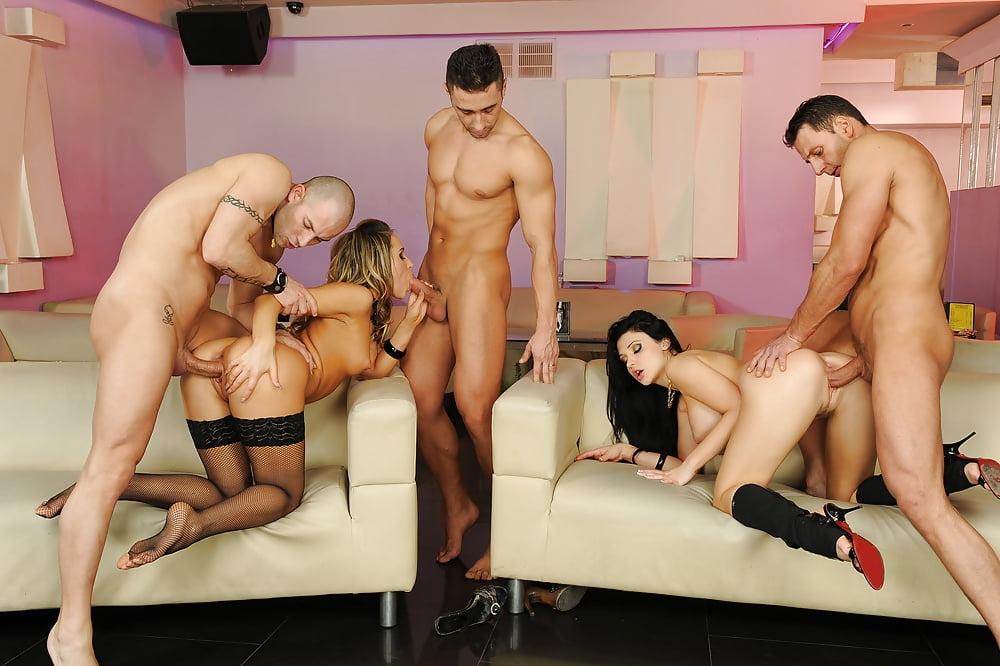 Групповое порно с стриптизерами — 12