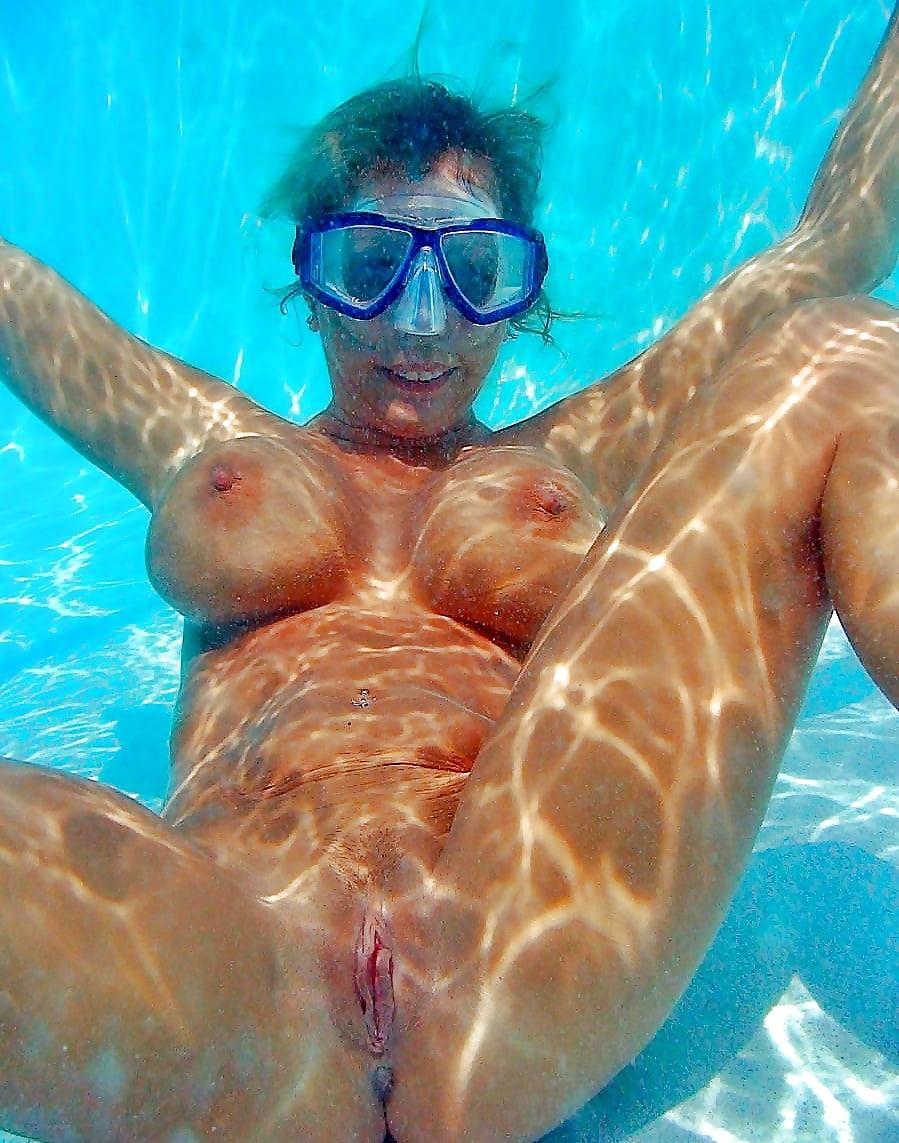 Girls Nude Swimming In Water